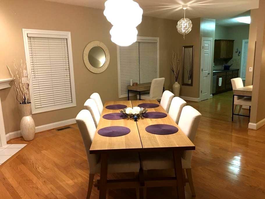 Big, clean, fun home near NRV mall! - Christiansburg - Rumah