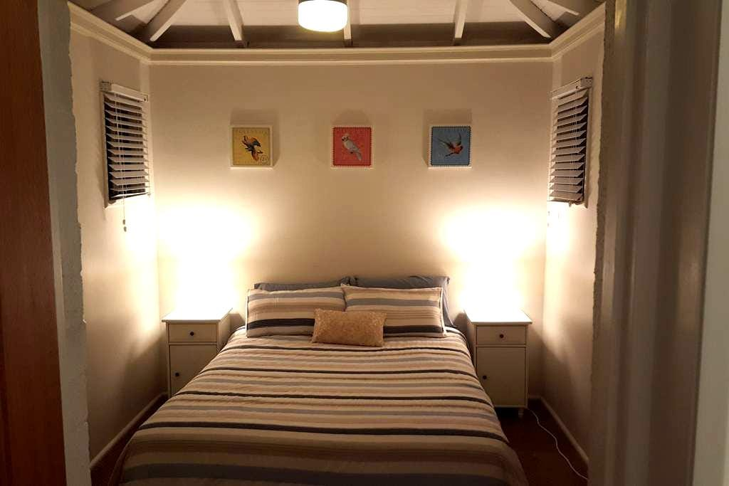 Queen room with private bathroom in large home - Clontarf - Ev