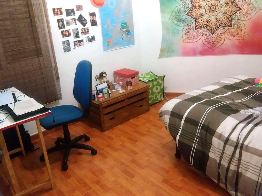 HABITACIÓN amplia y confortable en Ourense centro - 欧伦塞 - 公寓