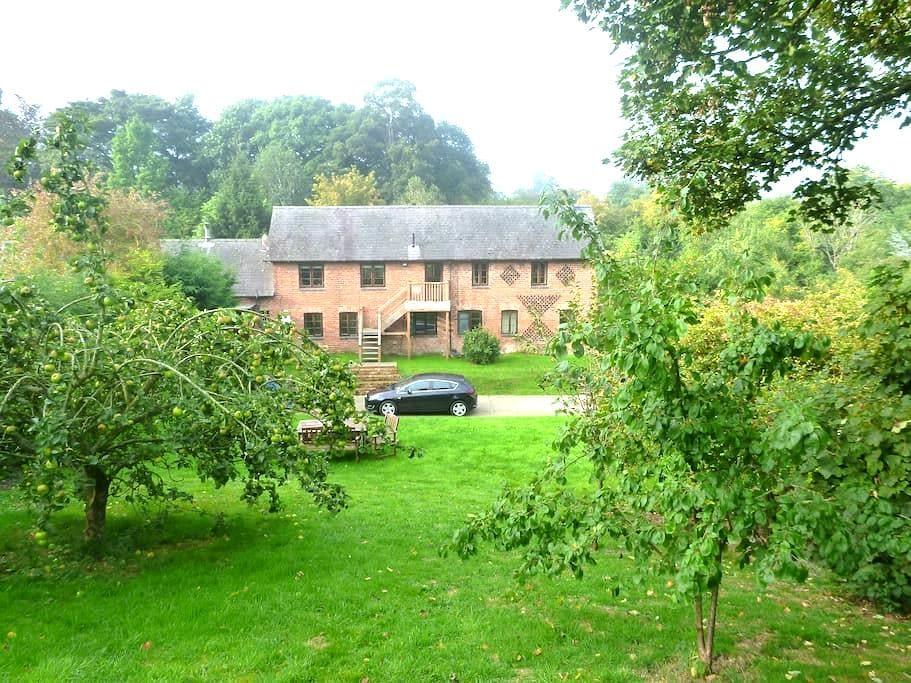 Beautiful Welsh Barn Conversion - Leighton - House