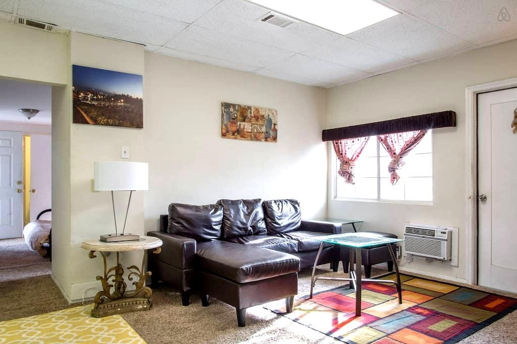 Guest House: N. Hollywood/Universal - Los Angeles
