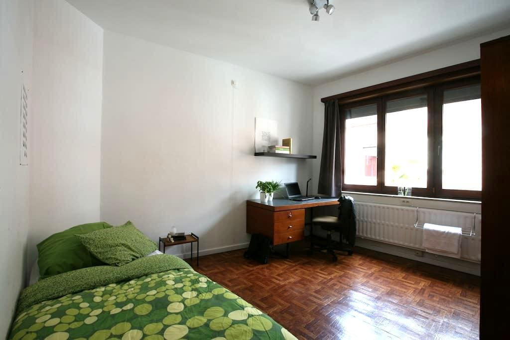 Nice furnished bedroom in Leuven (Heverlee) - Leuven - ทาวน์เฮาส์
