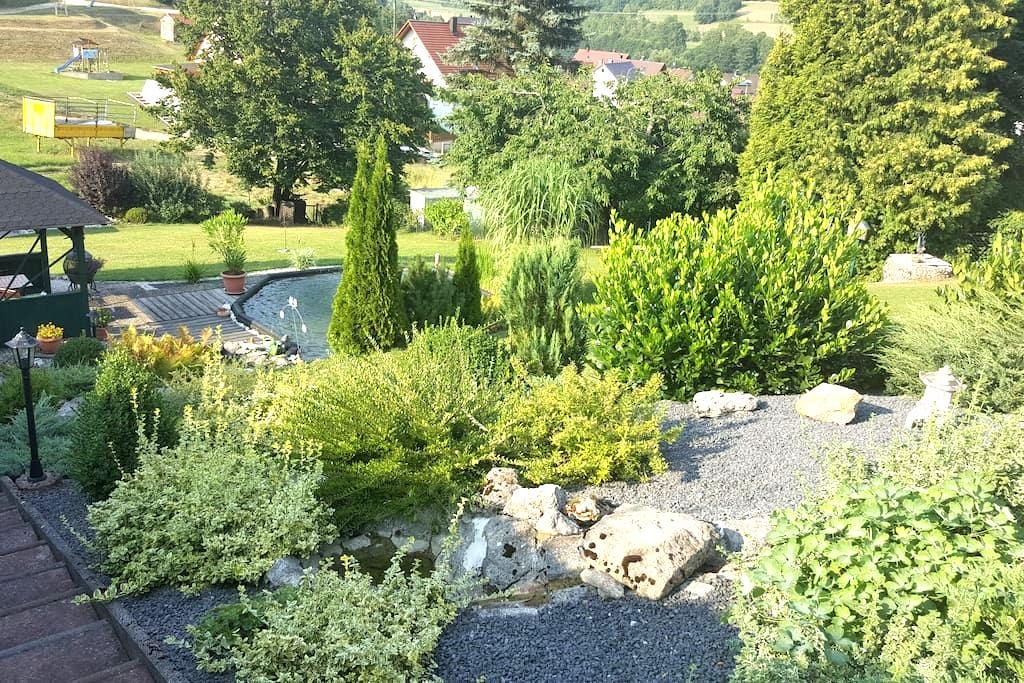Gemütliche Ferienwohnung im Grünen - Kirchensittenbach - アパート