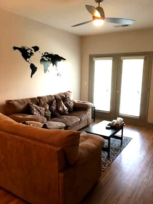 Cozy Modern Apartment - Greensboro - Daire
