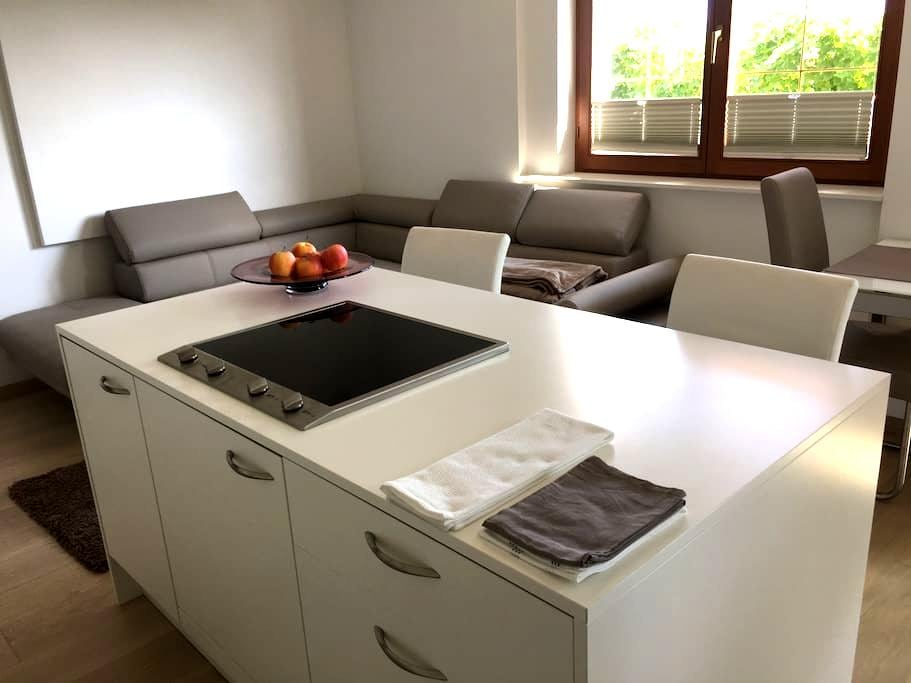 Neue, moderne Ferienwohnung für Genießer und Paare - Kaltern - Apartment