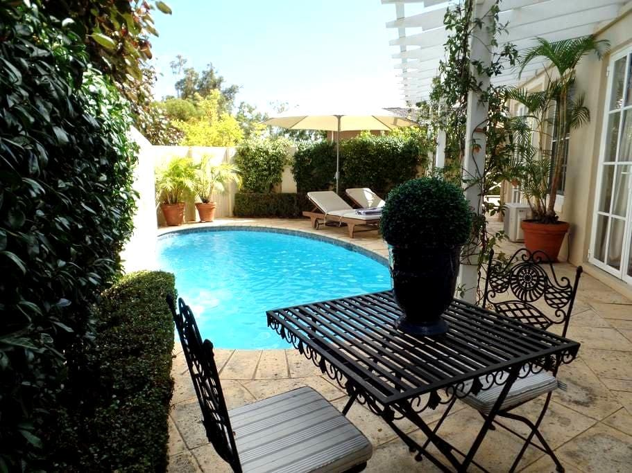 Stunning spacious private flat in perfect location - Dalkeith - Leilighet