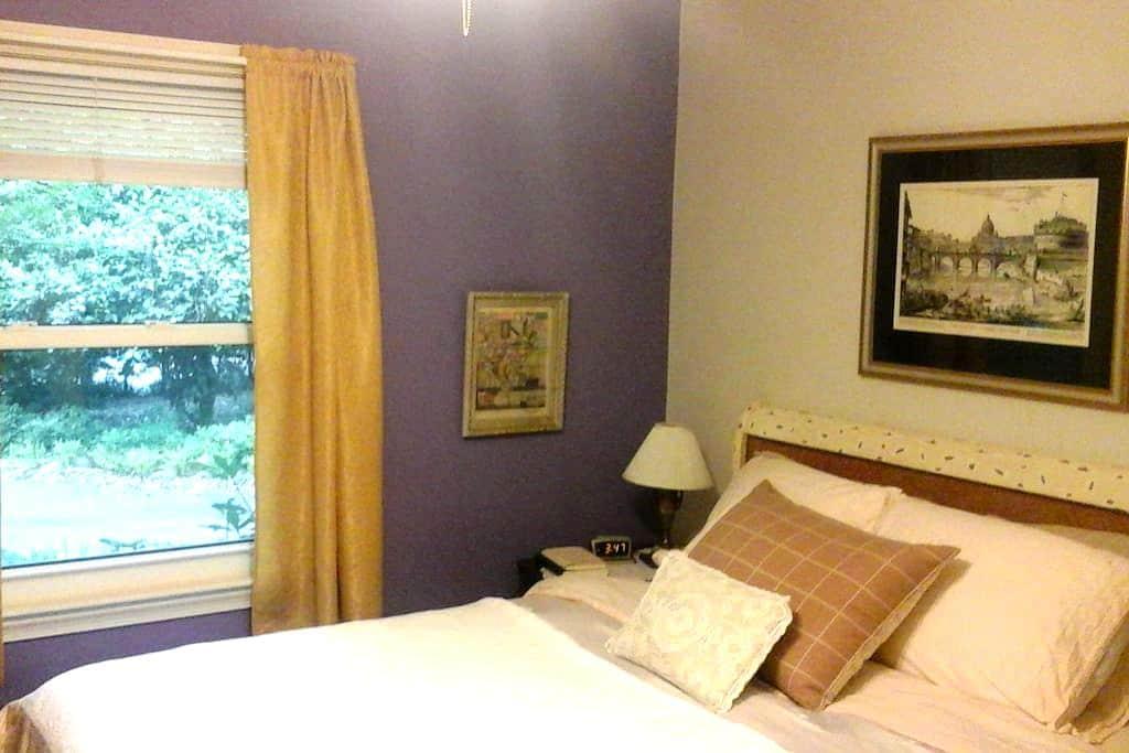 Cozy Room-B + Breakfast in Upscale BuenaVista Area - Winston-Salem - Hus