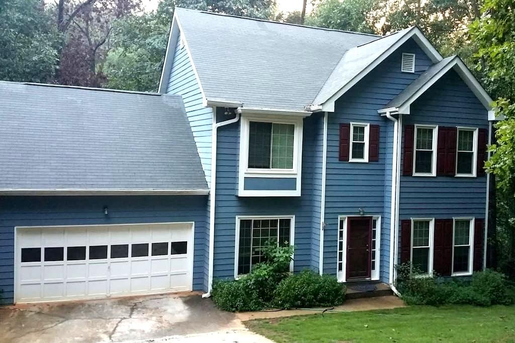 4BR Luxurious Hideaway next to Lake Lanier - คัมมิง