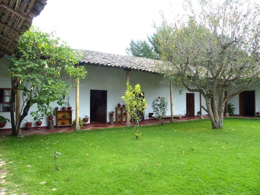 Casa de campo con tres habitaciones - Baños del Inca - Haus