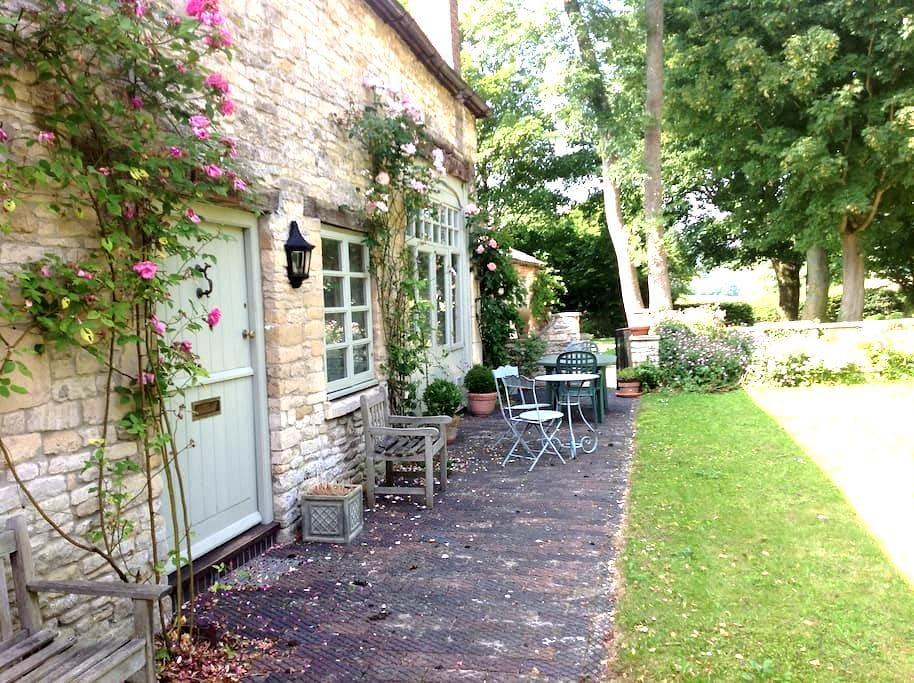 Idyllic  Cotswold  coach  house - Gloucestershire - House