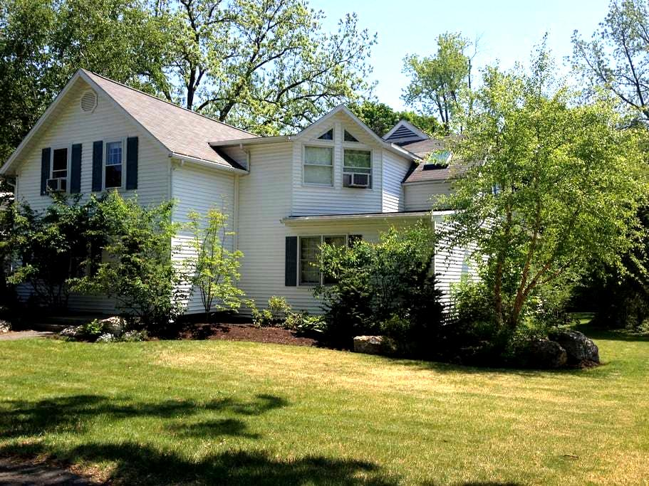 Spacious house near all five colleges! - Northampton - House