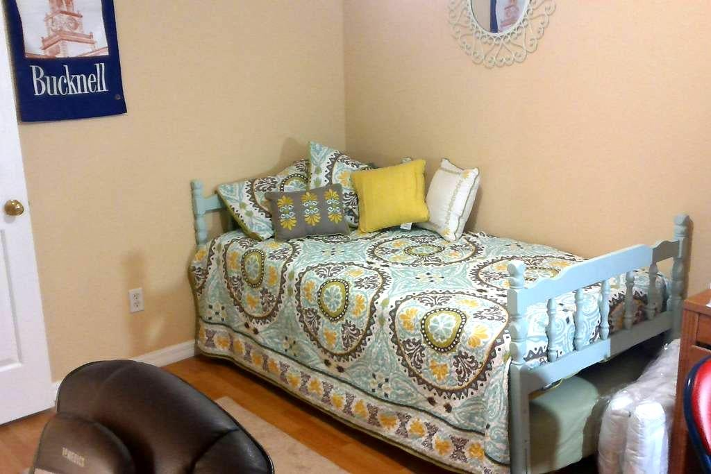 Prvt Room 15mil from Tampa and Ybor City. - Apollo Beach