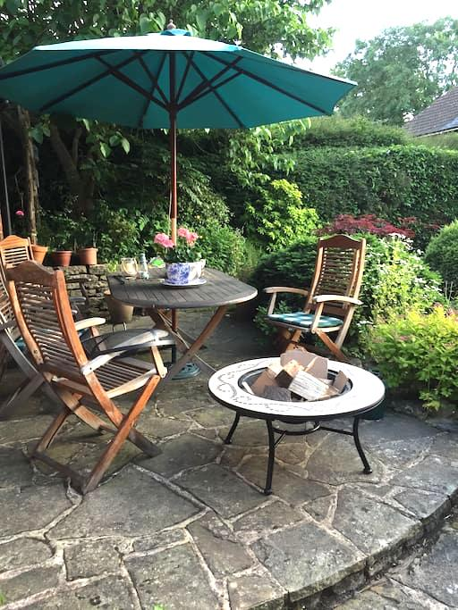 Small single room in 400year old house - Dormansland - House