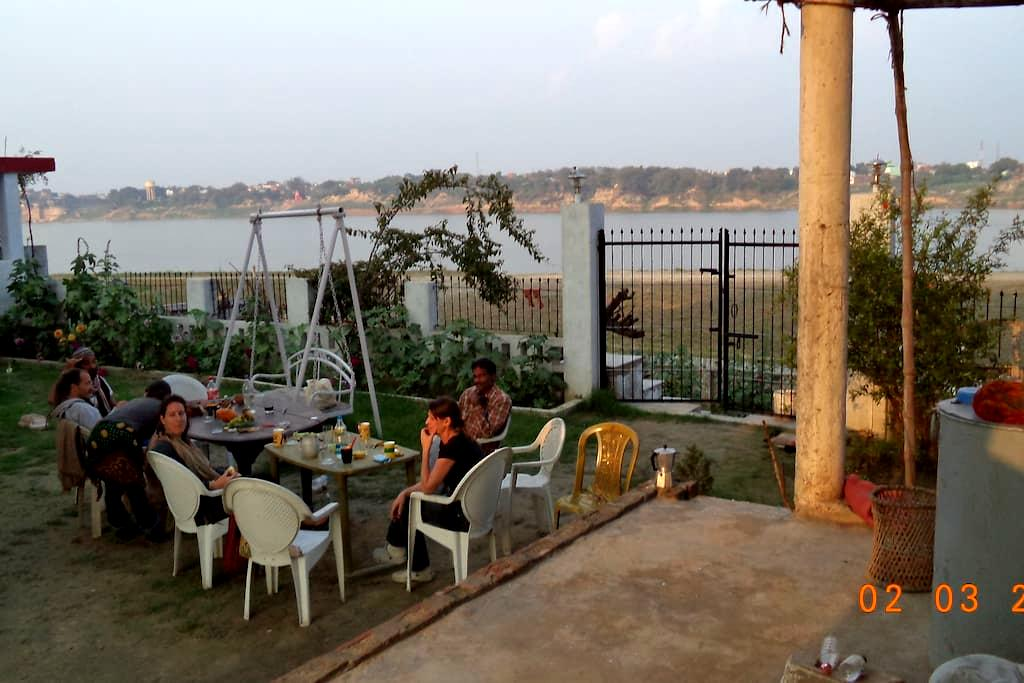 Lime -Villa on the Ganga Ghat INDIA - Varanasi - Bed & Breakfast