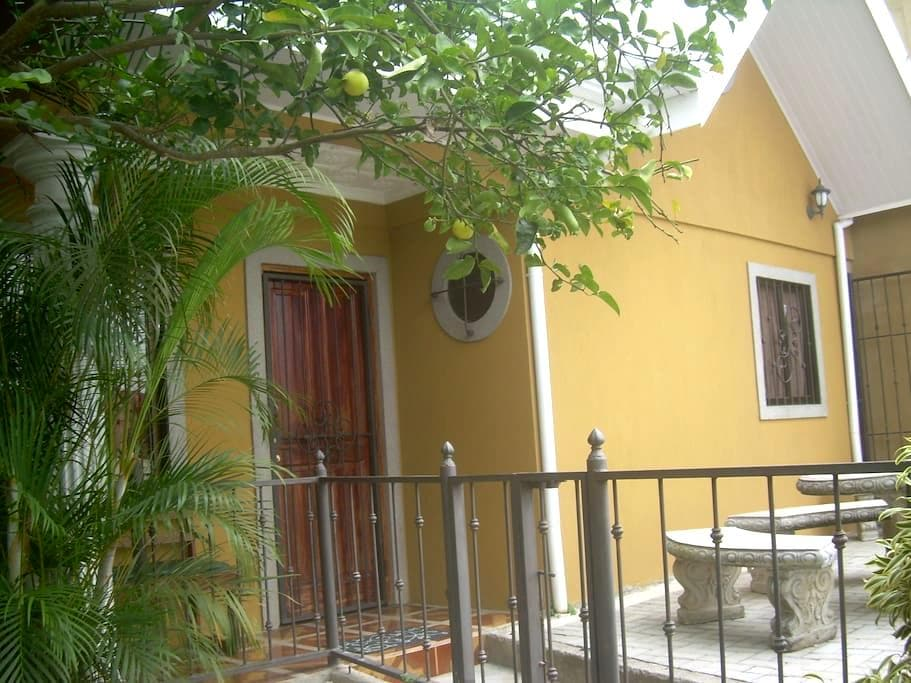 Small and Lovely Casita - Curridabat