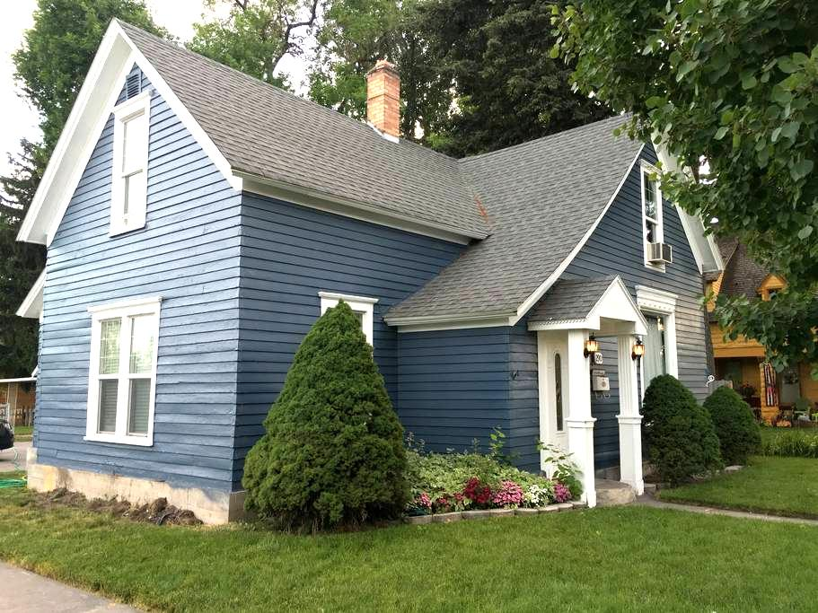 Self Check-in, Large Historic Cottage - Idaho Falls - Hus