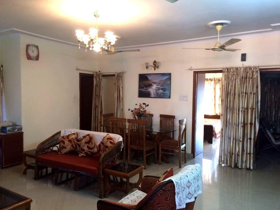 Centrally Located Beautiful 3bdr Apt w/ Doorman - Chandigarh - Wohnung