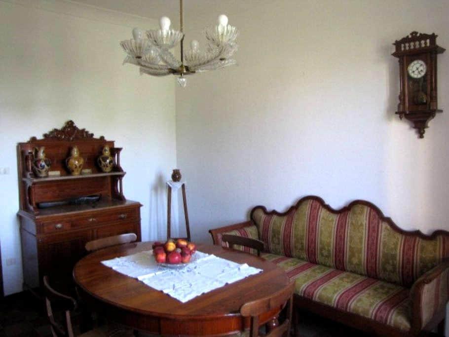 La Casa dei Nonni  Grandparent Home - Gubbio - Hus