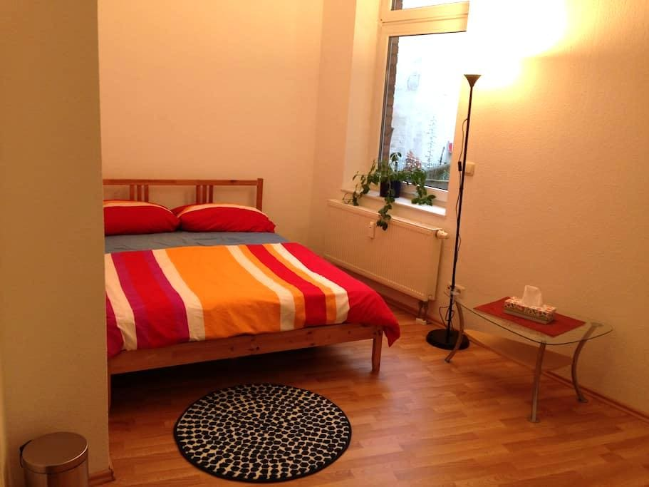 familienfreundl. Schlaf-/Wohnraum mit Balkon+Bad - Halle (Saale) - Huoneisto