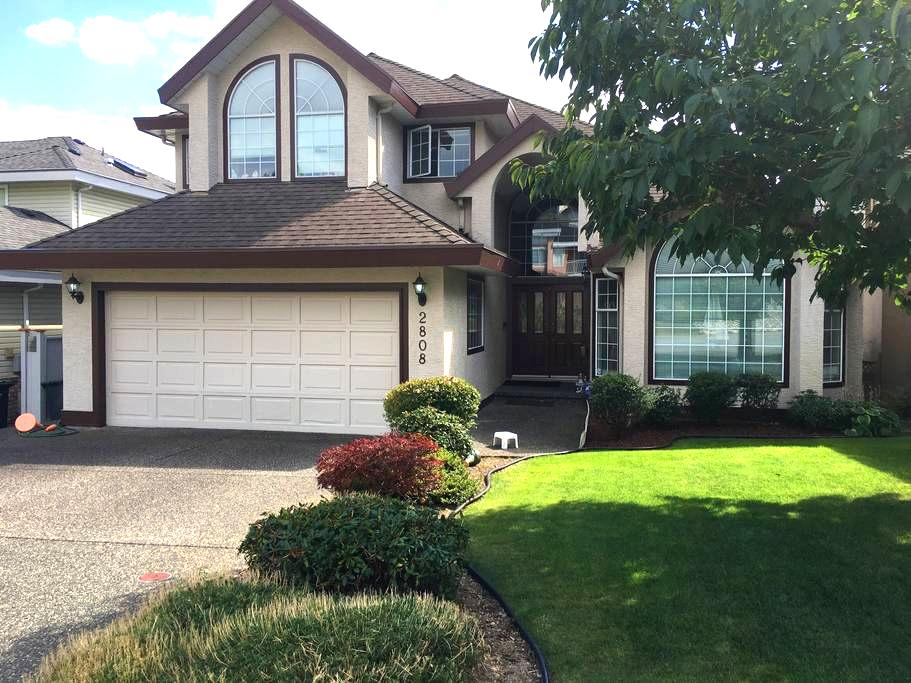 Clean & convenient; 950sft independent space! - Coquitlam - House
