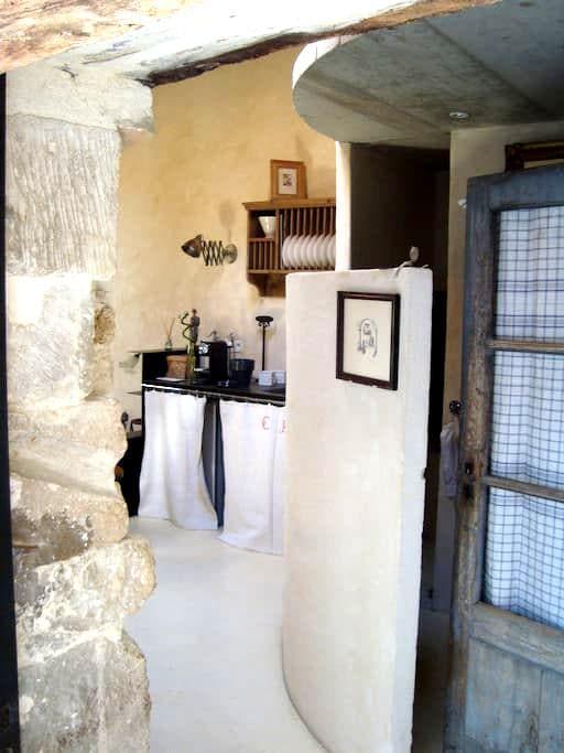 Beau studio au coeur du village - Grignan - Bed & Breakfast