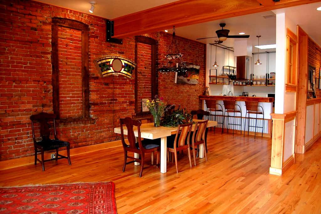 Brewery Flats Downtown Livingston - 利文斯顿(Livingston)