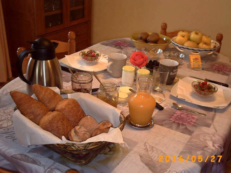 Maison d'Hôtes Chez Laurence et Michel - Aiguillon - Bed & Breakfast