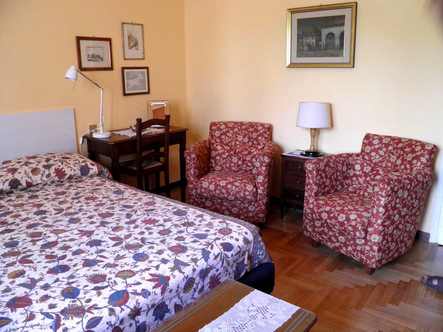 Appartamento Amadei  stanza doppia bagno riservato - Mantova