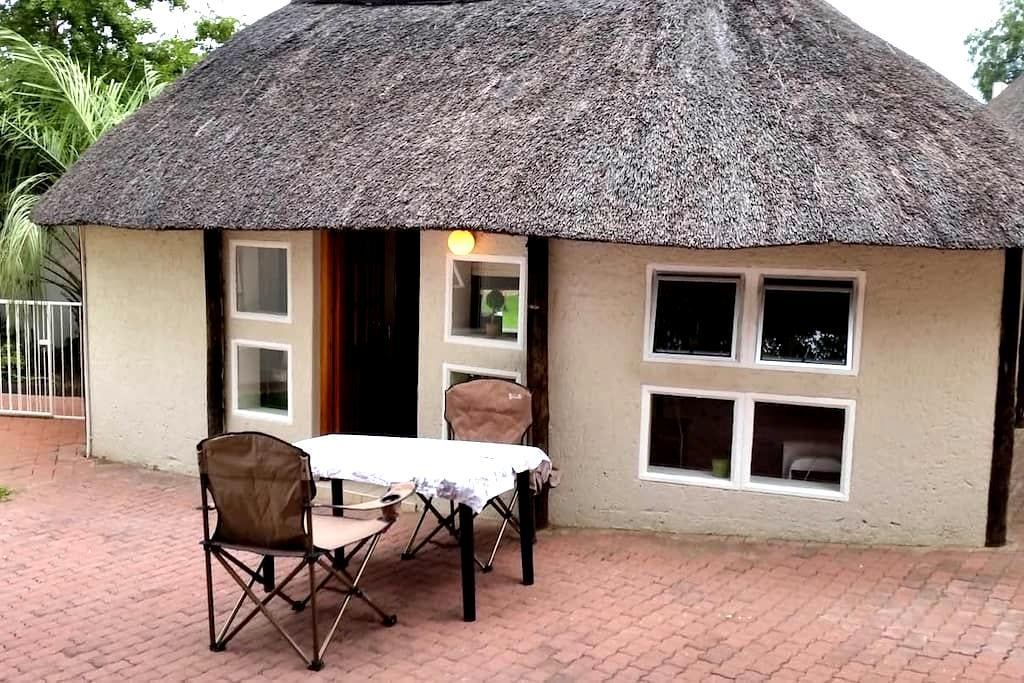 Private room under a thatched roof - Windhoek - Cabana