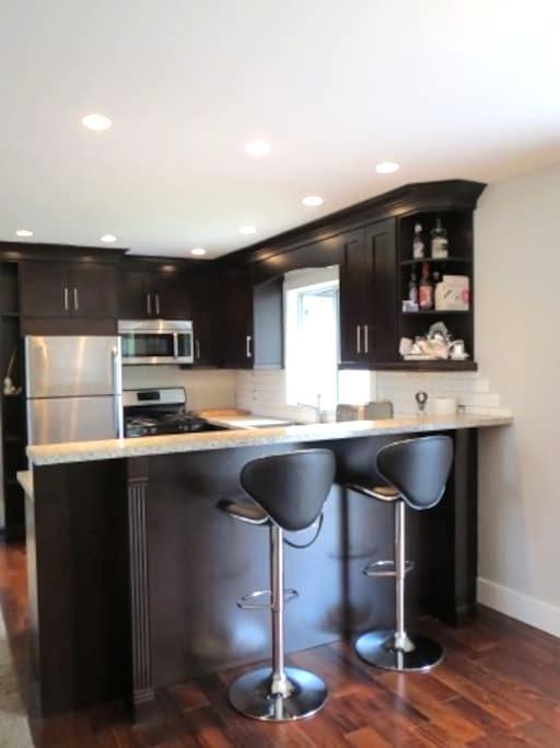 SOLITUDE RM + PRIVATE BATHRM HOME2  NEAR TRANSIT 5 - Surrey - Ev