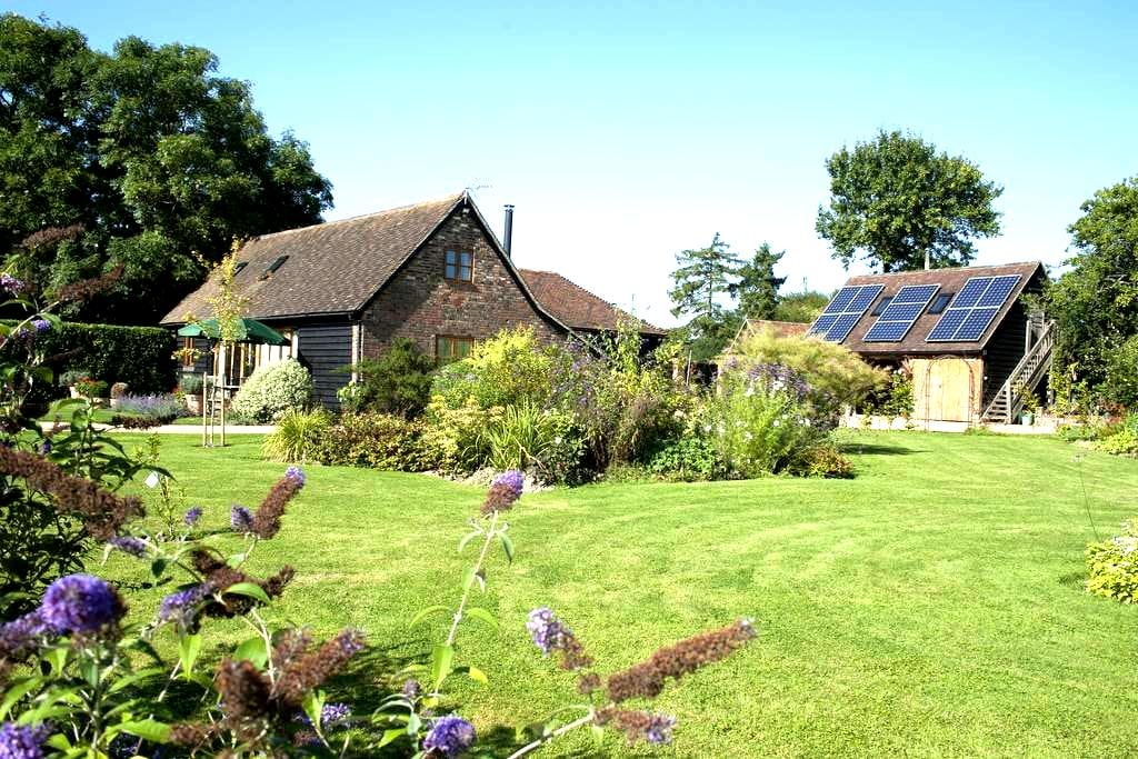 Bright but cosy Barn Conversion. - Faygate - Hus
