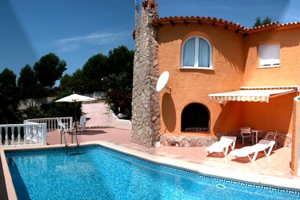 Villa, piscina y jardin. Vistas Mar - Benitachell - House