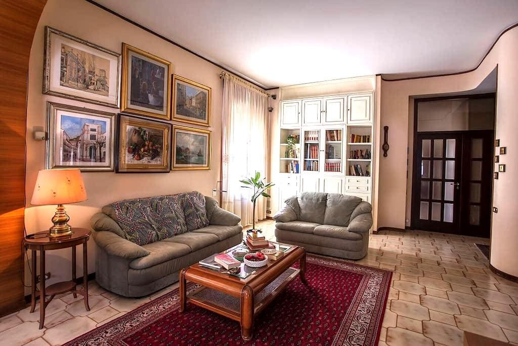 Apartment 2 big rooms  Salerno central with garage - Salerno - Leilighet