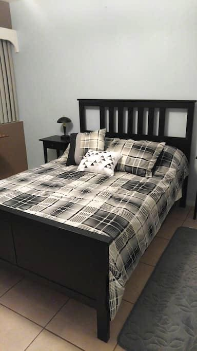 Spacious bedroom with private bathroom for rent - Miami - Talo
