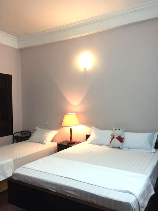 Private room n.302 w 1 double bed and 1 single bed - Hanoi - House