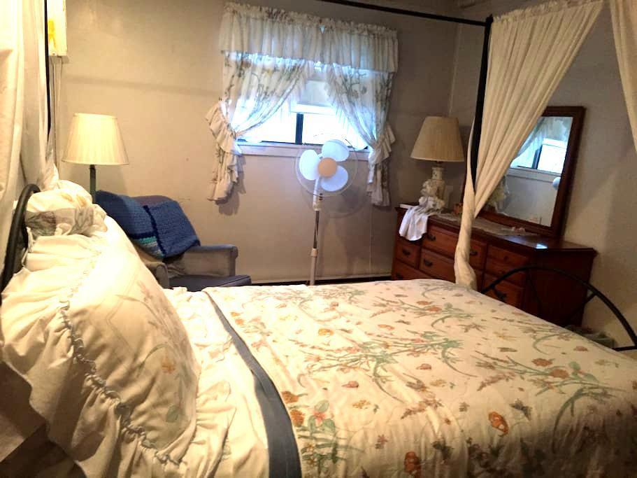 Penelope's Bed & Breakfast (Laurel Room) - Coal Township