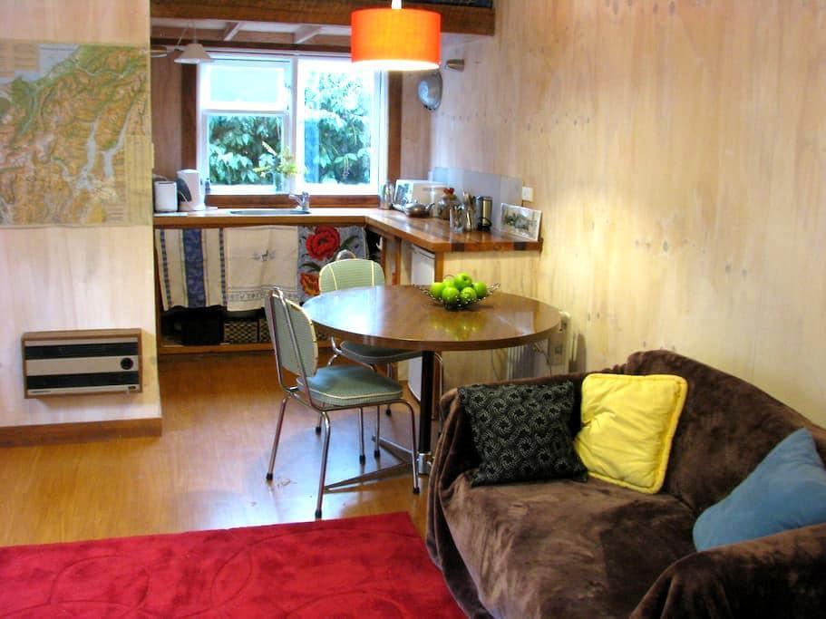 Dandelion Cottage - Albert Town - Bed & Breakfast