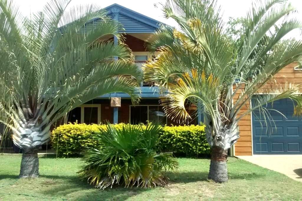 Two story Barn House with deck! - Moore Park Beach