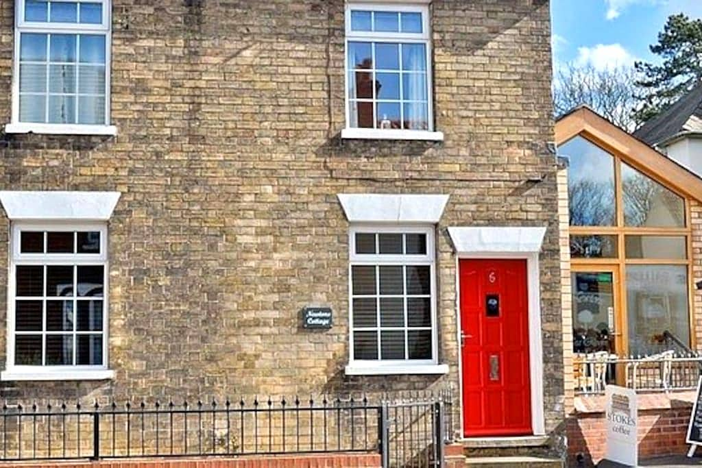 Newton's Cottage - Waltham