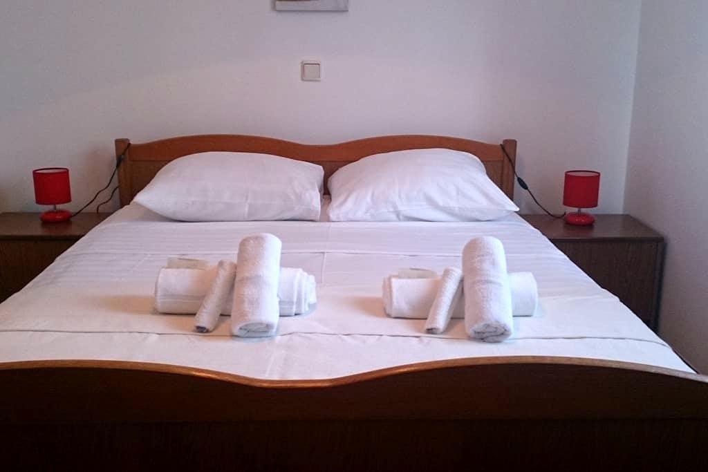 Rooms near city centre of Trogir - Trogir - Rumah