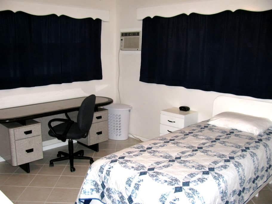 Peace and Privacy 7 miles from Siesta Key Beach - Sarasota - Huis
