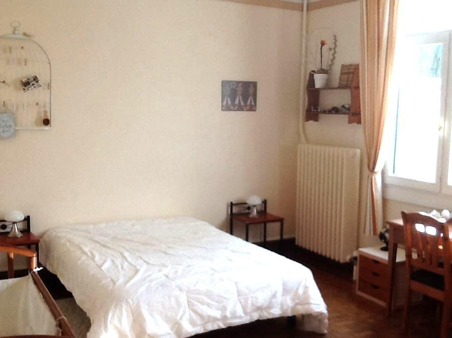 Chambre avec lit double + lit bébé - Berck - บ้าน