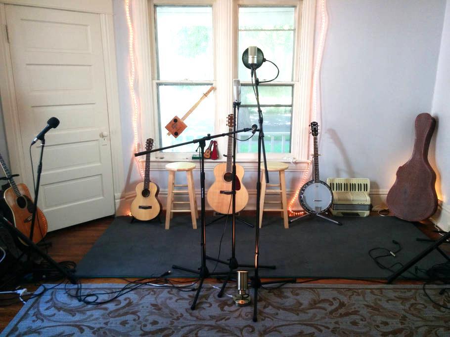 Cowboy Randy's Studio Space - Springfield