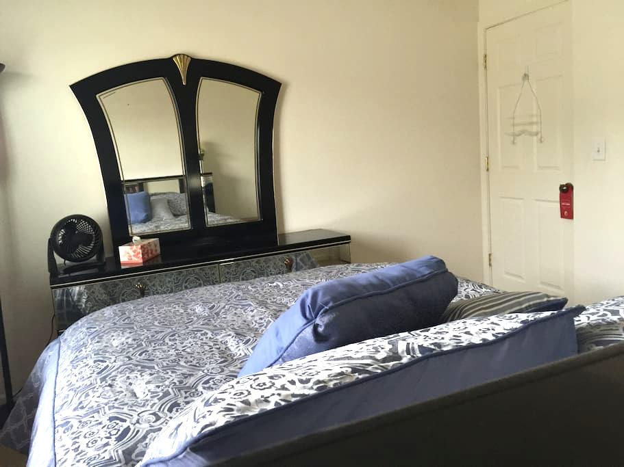 Private Room - Ultra Comfy Bed - Yuba City - Ev