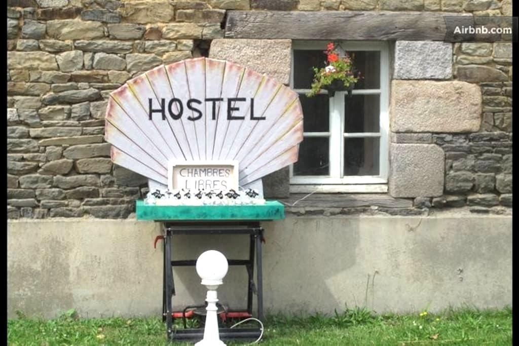 THE HOSTEL: It's a Bed in the Baie! - Pleine-Fougères - Dorm