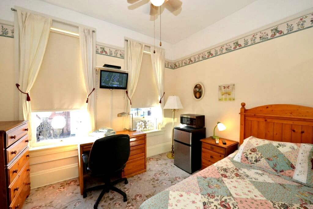 Cute Studio in Heart of Gaslamp - San Diego - Bed & Breakfast