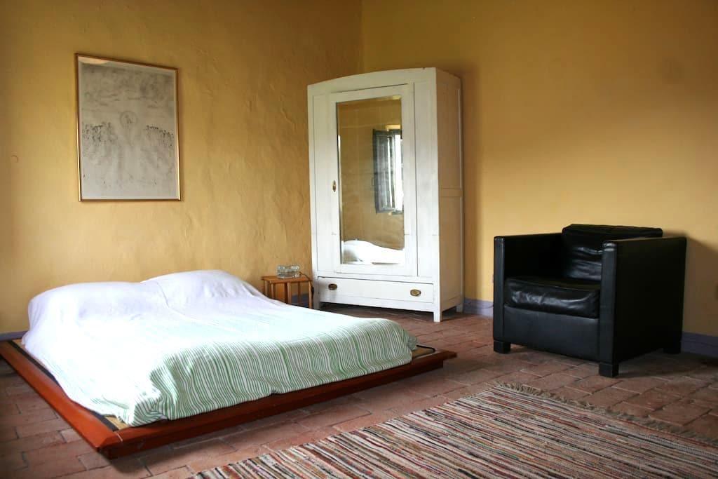 THE YELLOW ROOM - certaldo - Bed & Breakfast