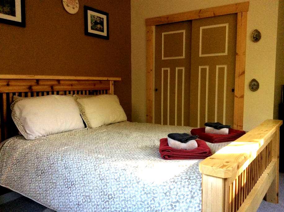 Nomadic Bull B&B - Gabriola (Cedar) - Gabriola - Bed & Breakfast