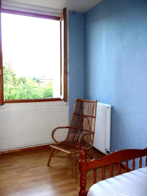 chambre dans maison avec jardin proche St Etienne - Saint-Jean-Bonnefonds - Casa