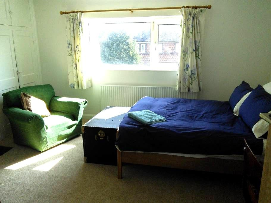 Large, light double room - Oxford - Haus